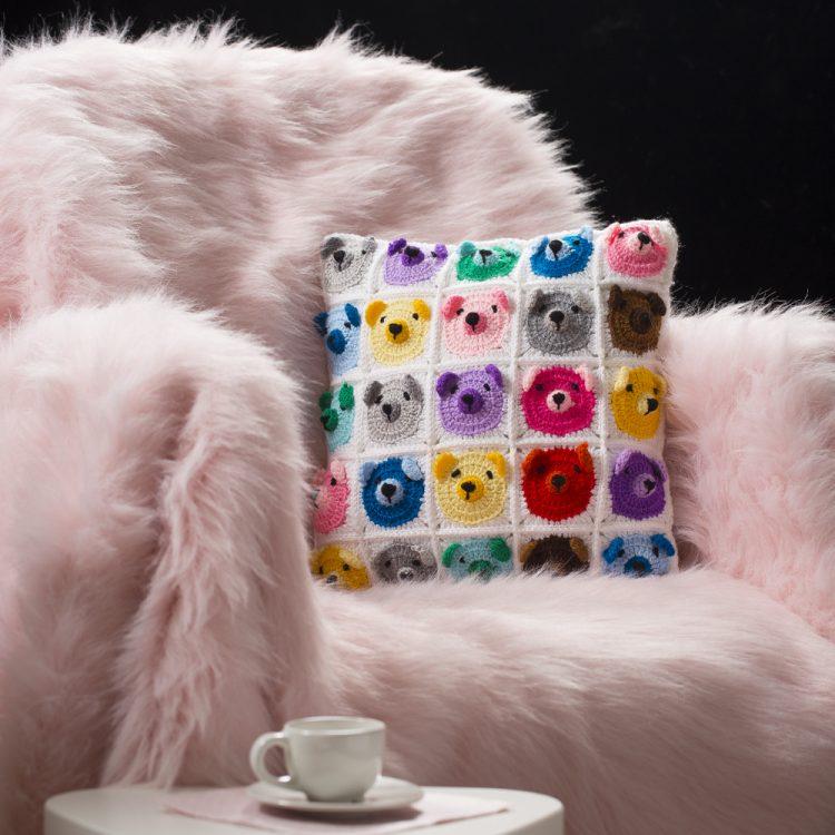 La Mia Mini Yarns El Örgü İpi ile Ayıcık Motifli Yastık Yapımı